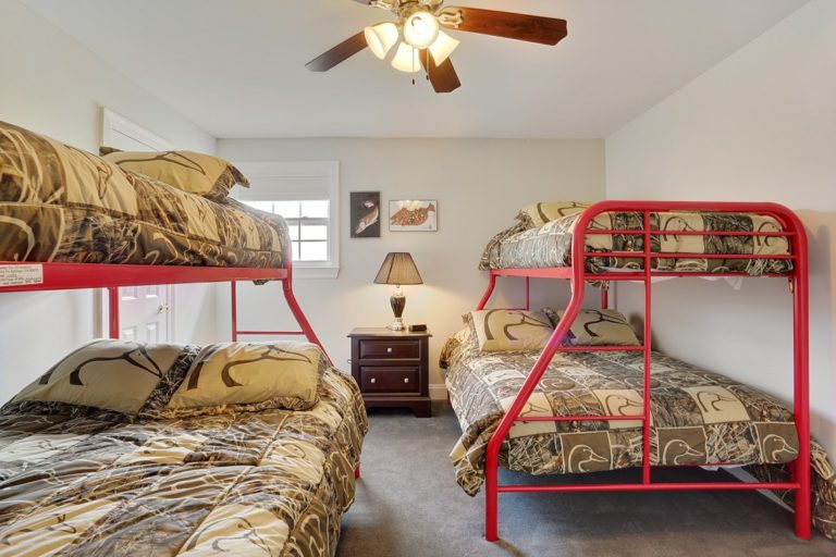 kingfish-lodges-the-venice-palms-bedroom-two
